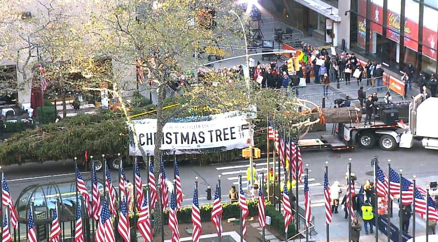 Rockefeller Christmas Tree Custom Banner was manufactured by National Flag & Display of New York City.